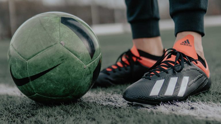 Fotball og fotballsko